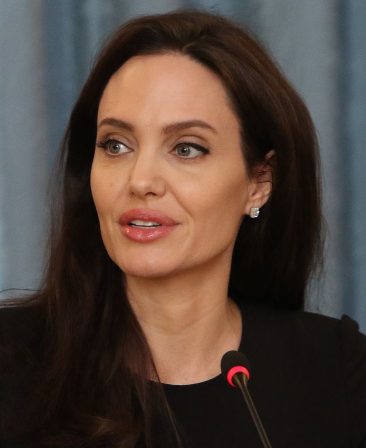 Angelina Jolie measurements | By Foreign and Commonwealth Office [CC BY 2.0 (http://creativecommons.org/licenses/by/2.0)], via Wikimedia Commons