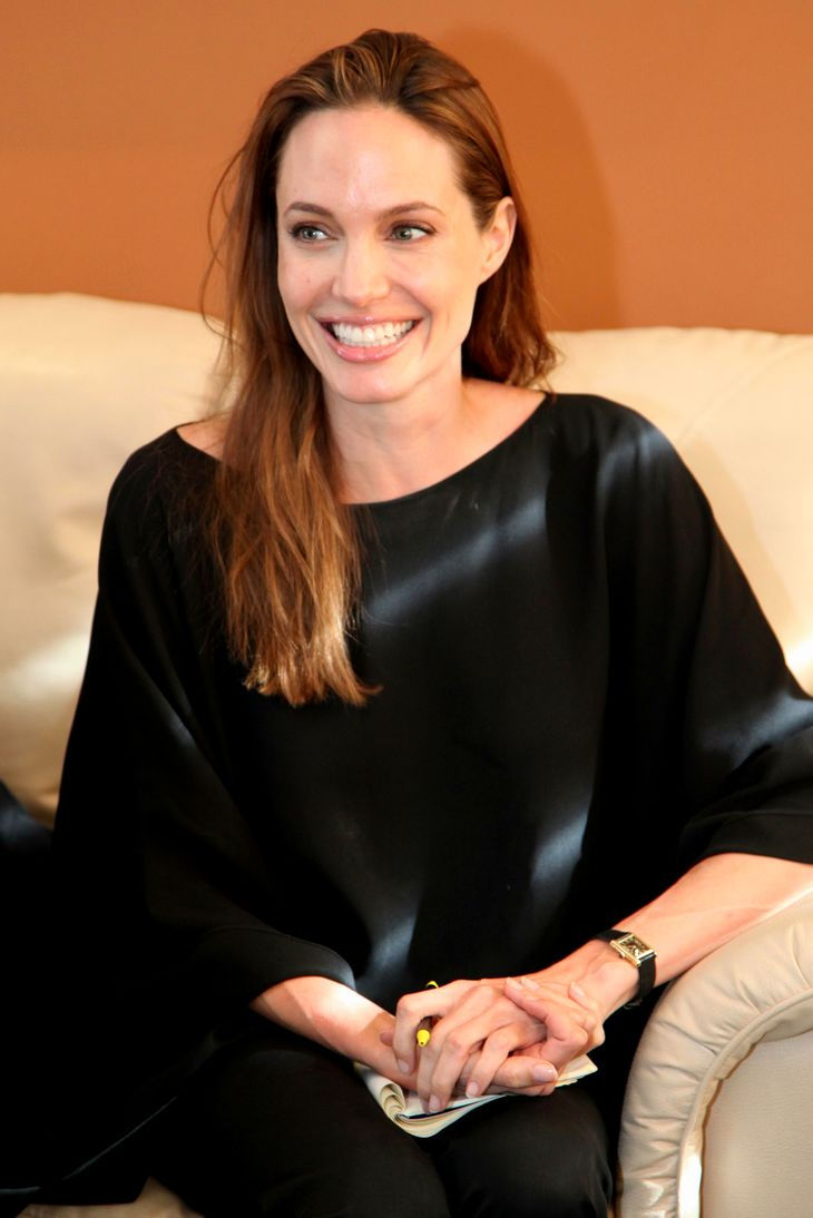 Angelina Jolie taille | By Cancillería Ecuador / Ecuador Foreign Ministry [CC BY-SA 2.0 (https://creativecommons.org/licenses/by-sa/2.0)], via Wikimedia Commons