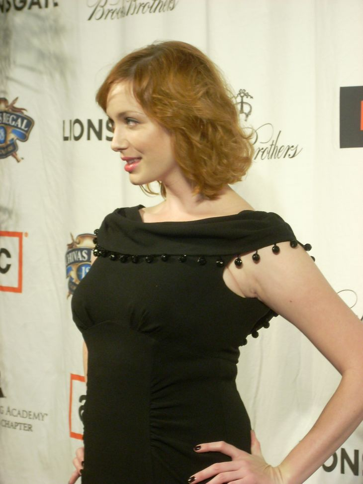 Christina Hendricks weight | By watchwithkristin (Christina Hendricks) [CC BY-SA 2.0 (https://creativecommons.org/licenses/by-sa/2.0)], via Wikimedia Commons
