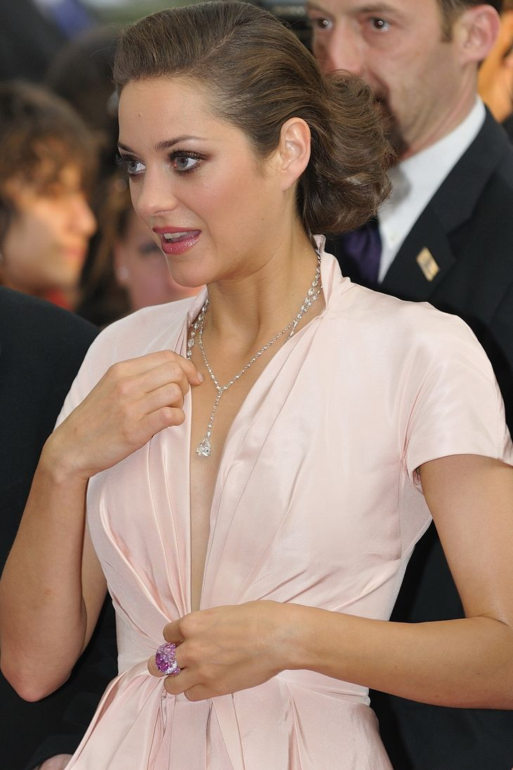 Marion Cotillard misure | By nicogenin (flickr.com) [CC BY-SA 2.0 (https://creativecommons.org/licenses/by-sa/2.0)], via Wikimedia Commons
