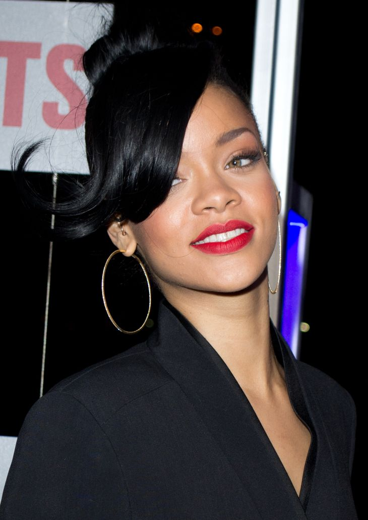Rihanna ses mensurations sa taille son poids son age - Rihanna poids taille ...
