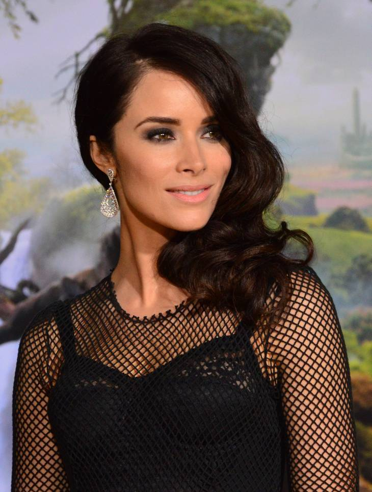 Abigail Spencer taille | Photo by Mingle MediaTV [CC BY-SA 2.0 (https://creativecommons.org/licenses/by-sa/2.0)], via Wikimedia Commons
