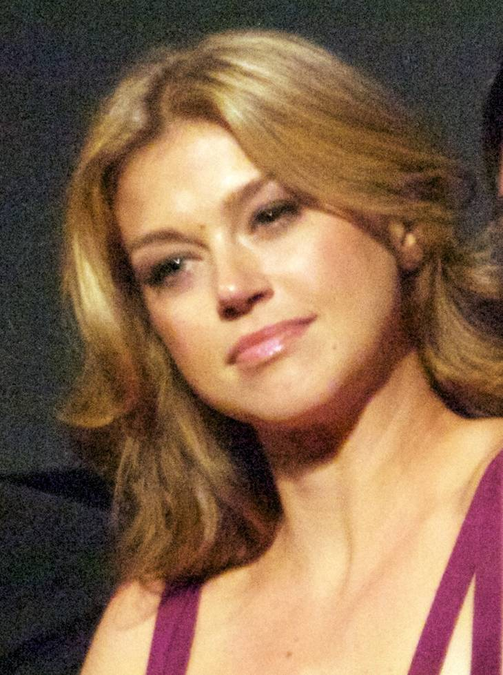 Adrianne Palicki taille | By Anna Hanks (Adrianne Palicki) [CC BY 2.0 (http://creativecommons.org/licenses/by/2.0)], via Wikimedia Commons