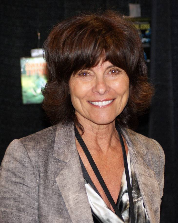 Adrienne Barbeau taille   By Sergei Scurfield (Adrienne Barbeau) [CC BY-SA 2.0 (https://creativecommons.org/licenses/by-sa/2.0)], via Wikimedia Commons