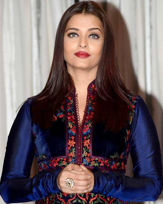 Aishwarya Rai Bachchan peso | By http://www.bollywoodhungama.com [CC BY 3.0 (http://creativecommons.org/licenses/by/3.0)], via Wikimedia Commons