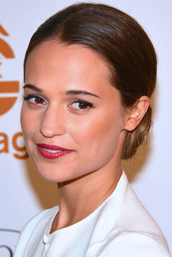 Alicia Vikander weight   By Frankie Fouganthin (Own work) [CC BY-SA 3.0 (https://creativecommons.org/licenses/by-sa/3.0)], via Wikimedia Commons