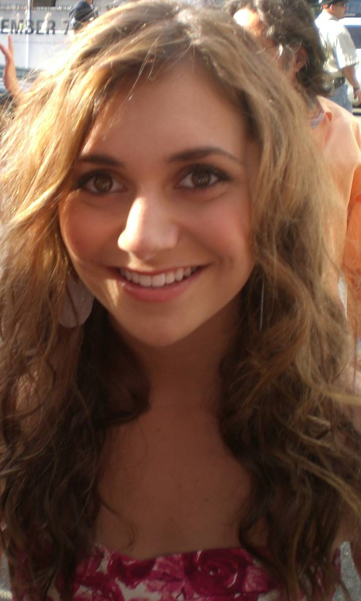 Alyson Stoner height | By Jennifer (Cheetah Girls One World Premiere) [CC BY-SA 1.0 (https://creativecommons.org/licenses/by-sa/1.0)], via Wikimedia Commons