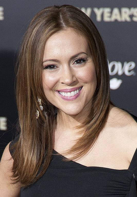 Alyssa Milano taille | By Tom Sorensen (Alyssa Milano) [CC BY-SA 2.0 (https://creativecommons.org/licenses/by-sa/2.0)], via Wikimedia Commons