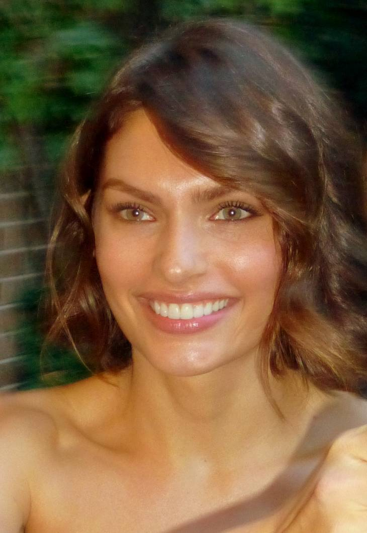 Alyssa Miller taille   By GabboT (Flickr: Enemy 38) [CC BY-SA 2.0 (https://creativecommons.org/licenses/by-sa/2.0)], via Wikimedia Commons