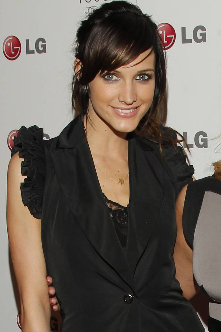 Ashlee Simpson taille | By LGEPR (패션과 터치한 LG휴대폰) [CC BY 2.0 (http://creativecommons.org/licenses/by/2.0)], via Wikimedia Commons