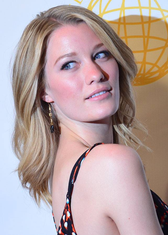 Ashley Hinshaw taille | By Red Carpet Report on Mingle Media TV from Culver City, USA (Ashley Hinshaw - DSC_0243) [CC BY-SA 2.0 (https://creativecommons.org/licenses/by-sa/2.0)], via Wikimedia Commons