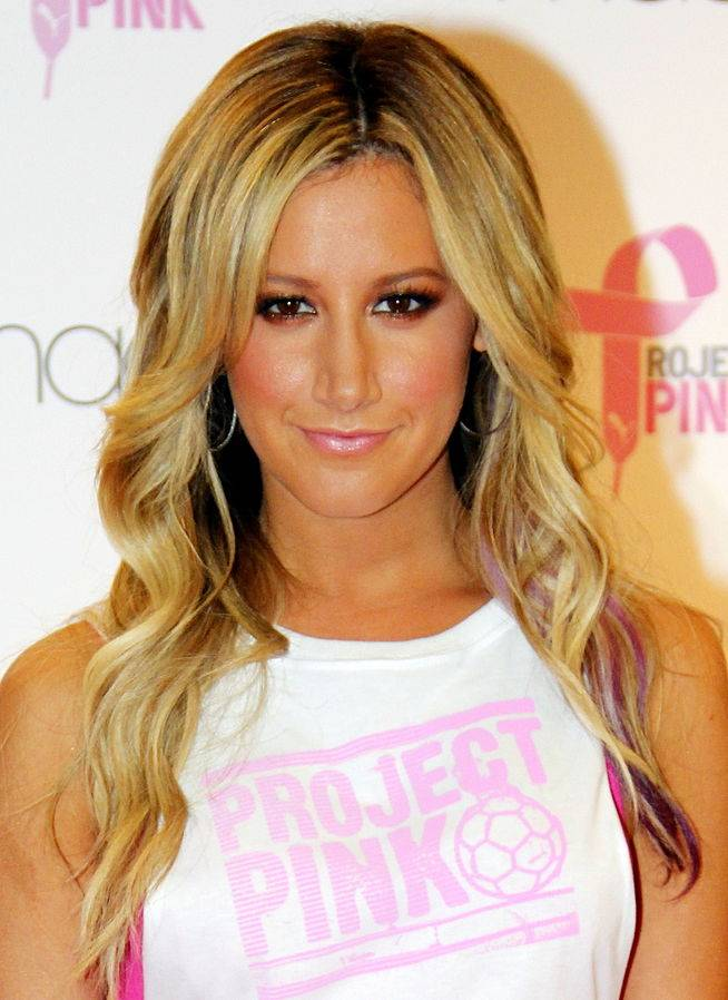 Ashley Tisdale taille   By Joella Marano from Manhattan, NYC (Ashley Tisdale) [CC BY-SA 2.0 (https://creativecommons.org/licenses/by-sa/2.0)], via Wikimedia Commons