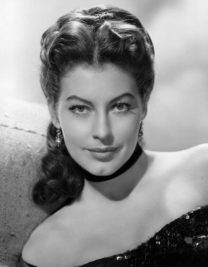 Ava Gardner taille | By MGM (ebay front back) [Public domain], via Wikimedia Commons