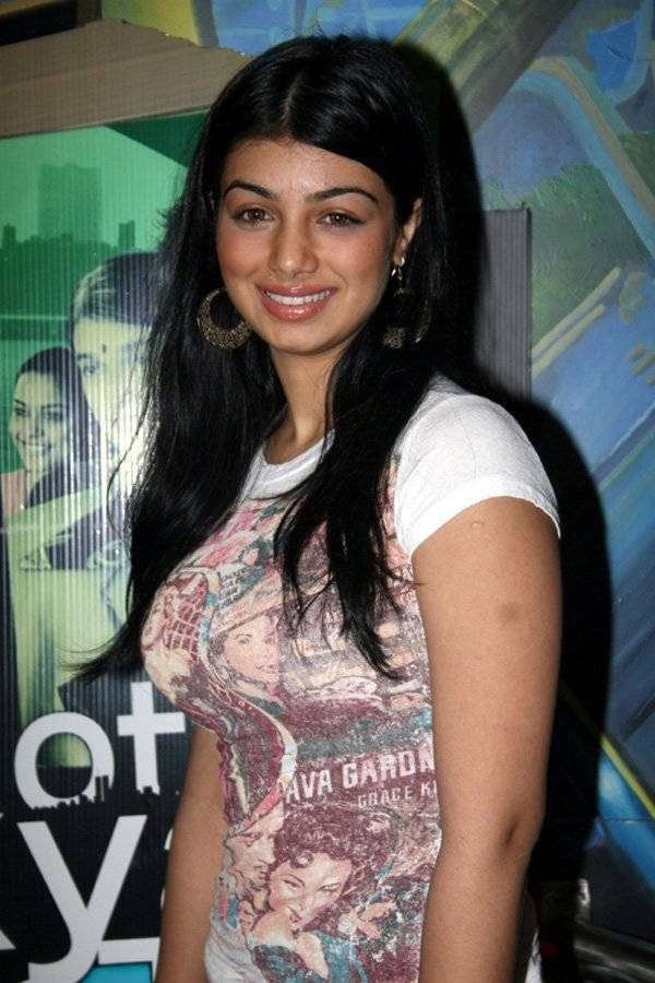 Ayesha Takia taille | By http://www.bollywoodhungama.com [CC BY 3.0 (http://creativecommons.org/licenses/by/3.0)], via Wikimedia Commons