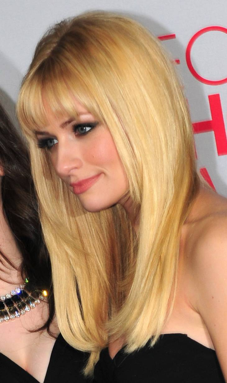 Beth Behrs taille | By jjduncan_80 [CC BY 2.0 (http://creativecommons.org/licenses/by/2.0)], via Wikimedia Commons