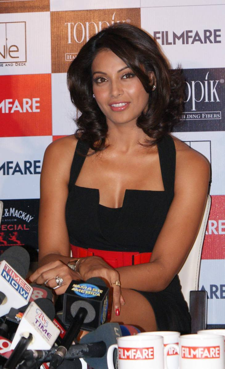 Bipasha Basu taille | By Graphikamaal (Own work) [CC BY 3.0 (http://creativecommons.org/licenses/by/3.0)], via Wikimedia Commons