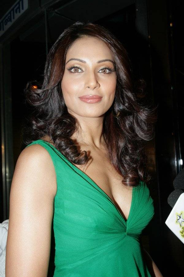 Bipasha Basu taille | By IndiaFM (Bollywoodhungama) [CC BY 3.0 (http://creativecommons.org/licenses/by/3.0)], via Wikimedia Commons