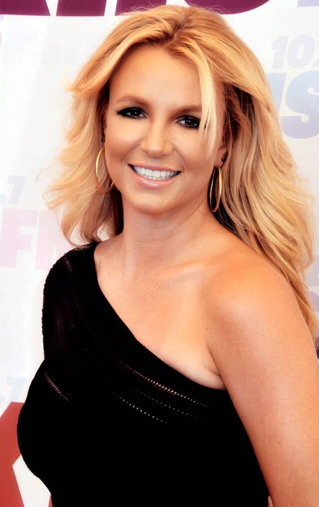 Britney Spears taille | By Glenn Francis (Britney Spears) [GFDL (http://www.gnu.org/copyleft/fdl.html) or CC BY-SA 4.0-3.0-2.5-2.0-1.0 (https://creativecommons.org/licenses/by-sa/4.0-3.0-2.5-2.0-1.0)], via Wikimedia Commons
