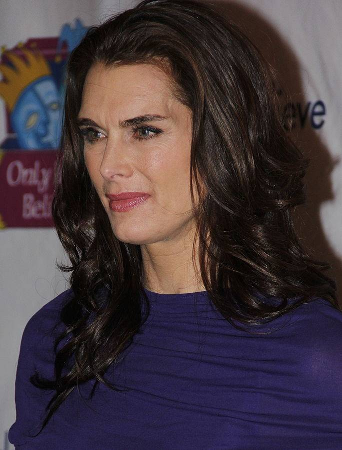 Brooke Shields taille | By Joella Marano (Brooke Shields) [CC BY-SA 2.0 (https://creativecommons.org/licenses/by-sa/2.0)], via Wikimedia Commons