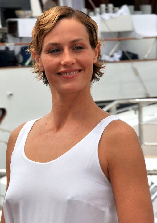 Cécile de France taille | Philippe Quaisse [CC BY-SA 3.0 (https://creativecommons.org/licenses/by-sa/3.0)], via Wikimedia Commons