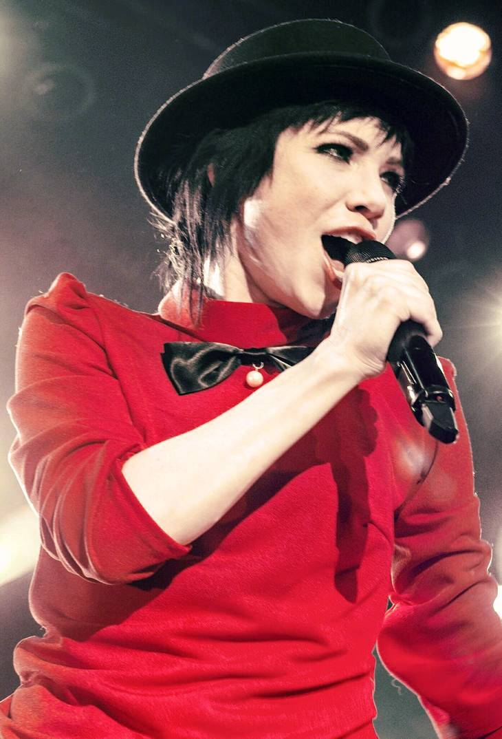 Carly Rae Jepsen taille | By Issimo 15 (original uploader: Carlyfan22) [CC BY-SA 4.0 (https://creativecommons.org/licenses/by-sa/4.0)], via Wikimedia Commons