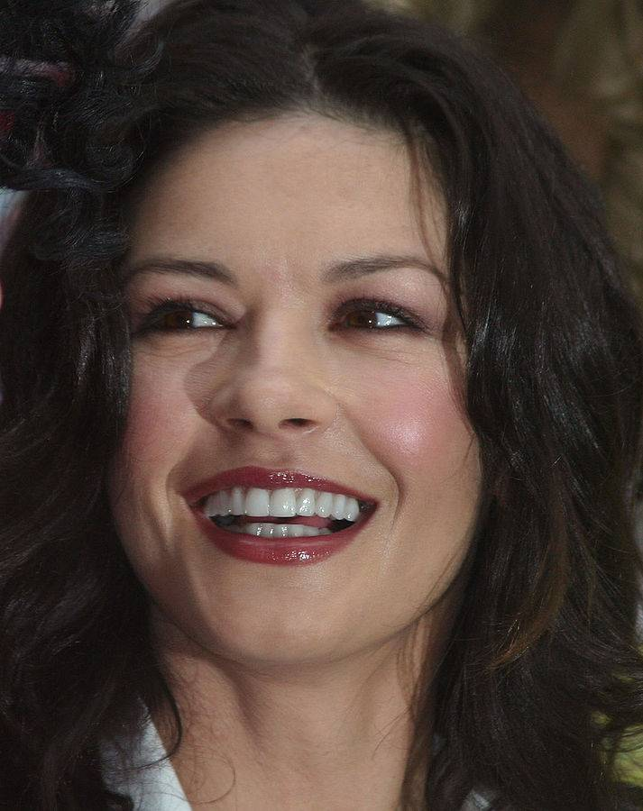 Catherine Zeta-Jones | John Harrison [CC BY-SA 3.0 (https://creativecommons.org/licenses/by-sa/3.0)], via Wikimedia Commons