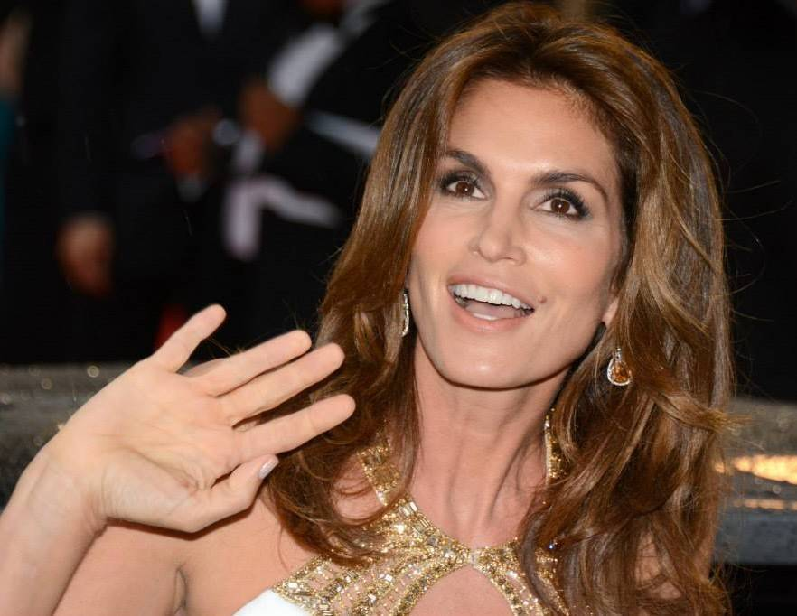 Cindy Crawford nue | Georges Biard [CC BY-SA 3.0 (https://creativecommons.org/licenses/by-sa/3.0)], via Wikimedia Commons