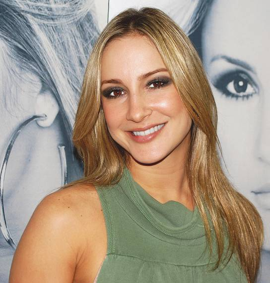 Claudia Leitte taille   By Sérgio Savarese from Sao Paulo City / Ipiranga, Brasil (Claudinha Leitte (5)) [CC BY-SA 2.0 (https://creativecommons.org/licenses/by-sa/2.0)], via Wikimedia Commons