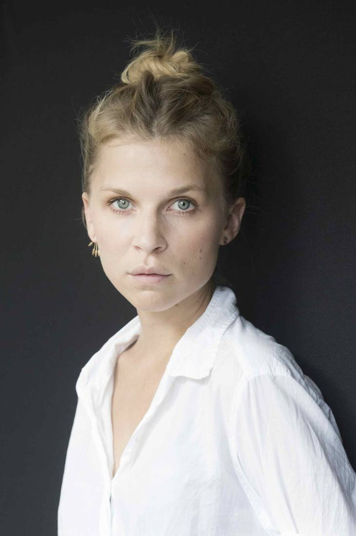 Clemence Poesy maße | By Vittorio Zunino (OTRS 2014082910007961) [CC BY-SA 3.0 (https://creativecommons.org/licenses/by-sa/3.0)], via Wikimedia Commons