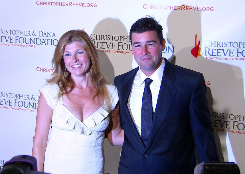 Connie Britton größe | By Connie_Britton_and_Kyle_Chandler.jpg: Kristin Dos Santos from Los Angeles, California, United States derivative work: Tabercil [CC BY-SA 2.0 (https://creativecommons.org/licenses/by-sa/2.0)], via Wikimedia Commons
