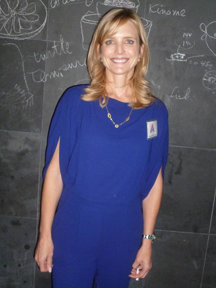 Courtney Thorne Smith altura | By Anne M. Raso (anne861) (Flickr: COurtney Thorne-Smith) [CC BY-SA 2.0 (https://creativecommons.org/licenses/by-sa/2.0)], via Wikimedia Commons