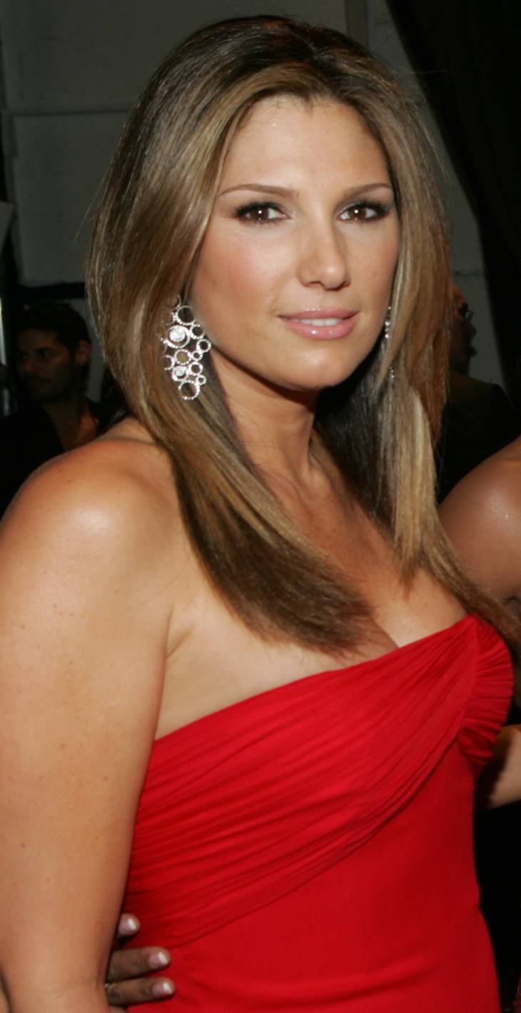 Daisy Fuentes measurements | By Group_Shot_2_Heart_Truth_2009.jpg: The Heart Truth (Group_Shot_2_Heart_Truth_2009.jpg) [CC BY-SA 2.0 (https://creativecommons.org/licenses/by-sa/2.0)], via Wikimedia Commons