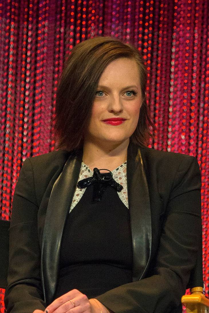 Elisabeth Moss taille | By Dominick D [CC BY-SA 2.0 (https://creativecommons.org/licenses/by-sa/2.0)], via Wikimedia Commons