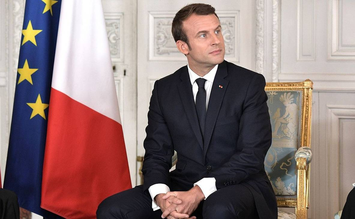 Emmanuel Macron maße | Kremlin.ru [CC BY 4.0 (http://creativecommons.org/licenses/by/4.0)], via Wikimedia Commons