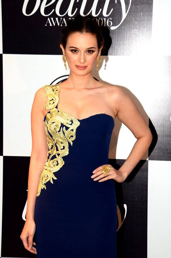 Evelyn Sharma taille | By Bollywood Hungama [CC BY 3.0 (http://creativecommons.org/licenses/by/3.0)], via Wikimedia Commons