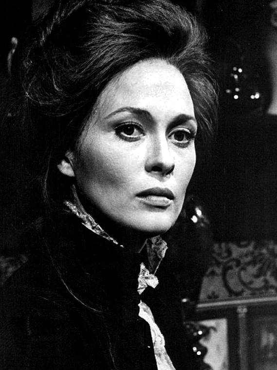 Faye Dunaway medidas | By PBS (eBay) [Public domain], via Wikimedia Commons