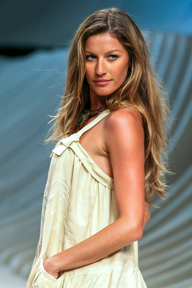 Gisele Bundchen height | By Tiago Chediak (Flickr) [CC BY 2.0 (http://creativecommons.org/licenses/by/2.0)], via Wikimedia Commons