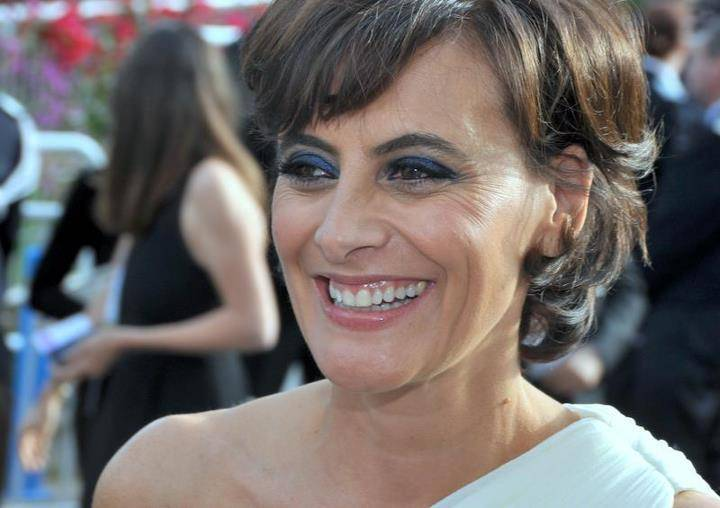 Inès de la Fressange altura | Georges Biard [CC BY-SA 3.0 (https://creativecommons.org/licenses/by-sa/3.0)], via Wikimedia Commons