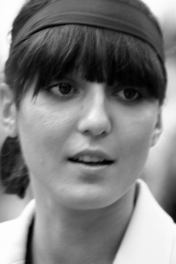 Irina Lazareanu taille | By Christopher Peterson, en:User:Sacredhands [CC BY 3.0 (http://creativecommons.org/licenses/by/3.0)], via Wikimedia Commons