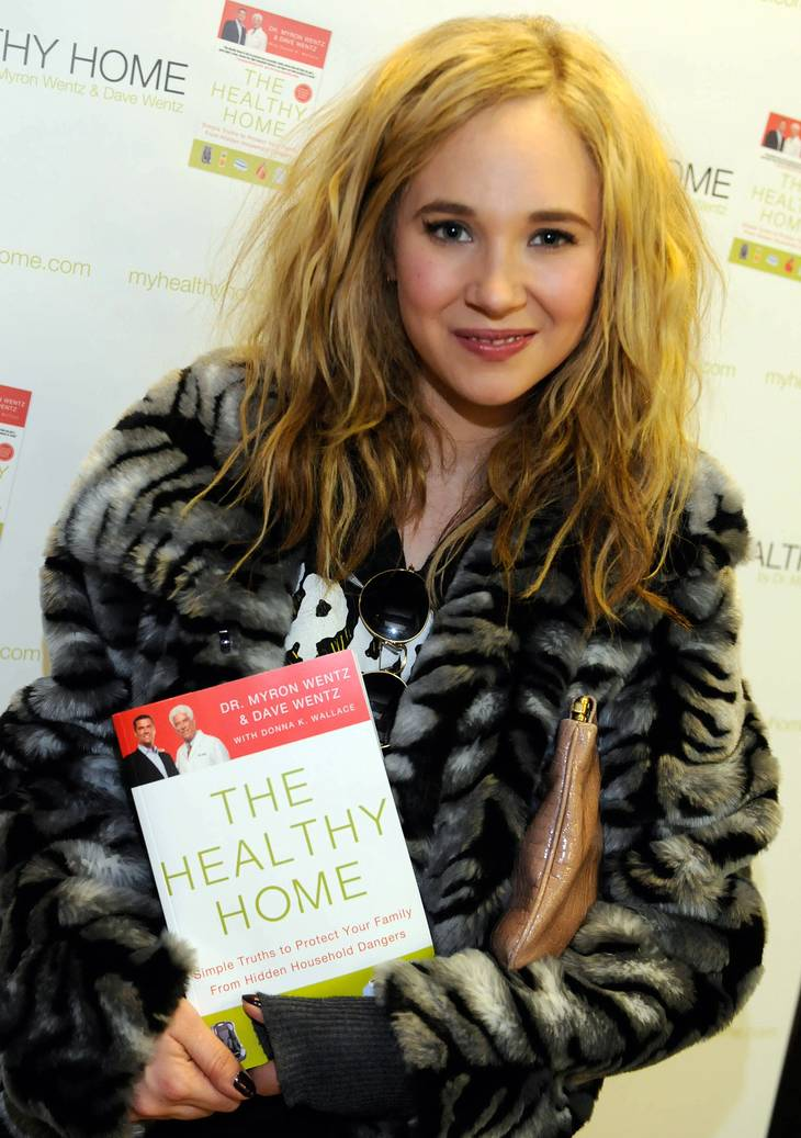Juno Temple taille | By USANA Health Sciences (Flickr: Juno Temple) [CC BY-SA 2.0 (https://creativecommons.org/licenses/by-sa/2.0)], via Wikimedia Commons