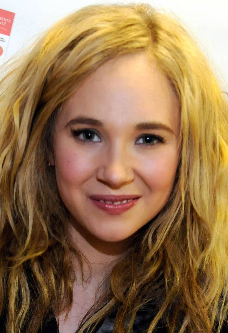 Juno Temple taille | By Juno_Temple_at_Sundance_2011.jpg: USANA Health Sciences derivative work: César [CC BY-SA 2.0 (https://creativecommons.org/licenses/by-sa/2.0)], via Wikimedia Commons