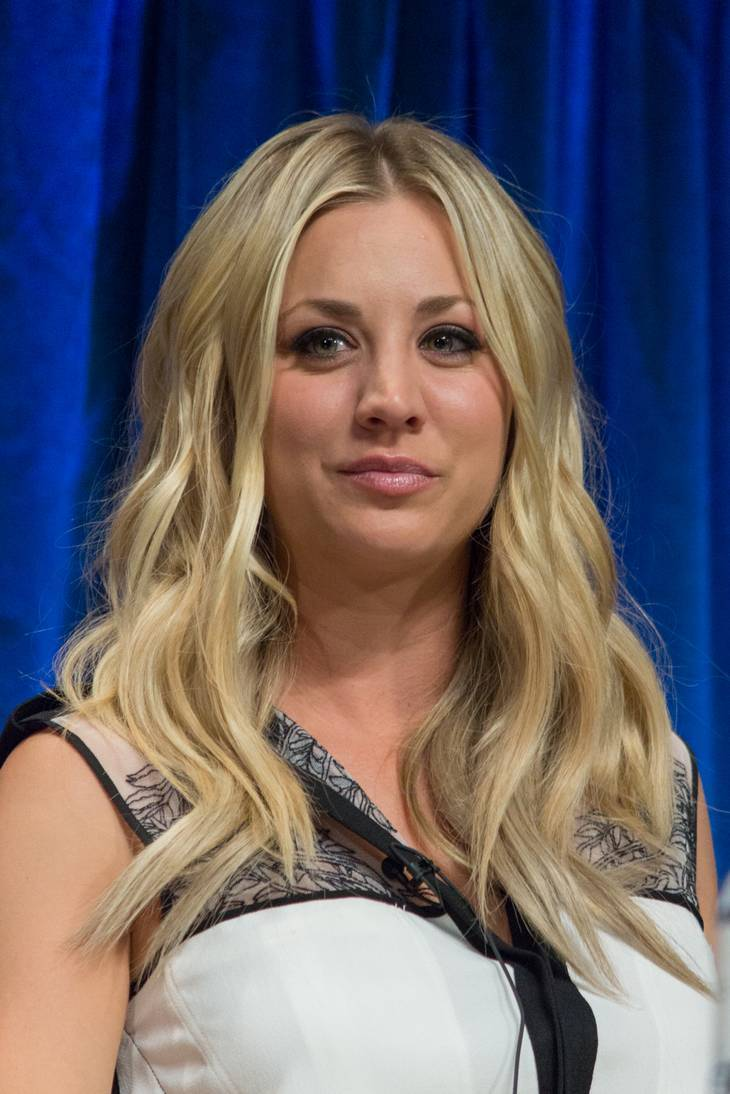 Kaley Cuoco taille | By iDominick [CC BY-SA 2.0 (https://creativecommons.org/licenses/by-sa/2.0)], via Wikimedia Commons