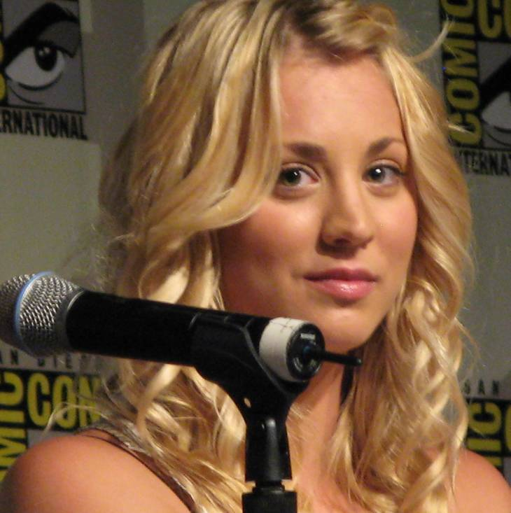 Kaley Cuoco poids | A Kovacs [CC BY-SA 3.0 (https://creativecommons.org/licenses/by-sa/3.0)], via Wikimedia Commons