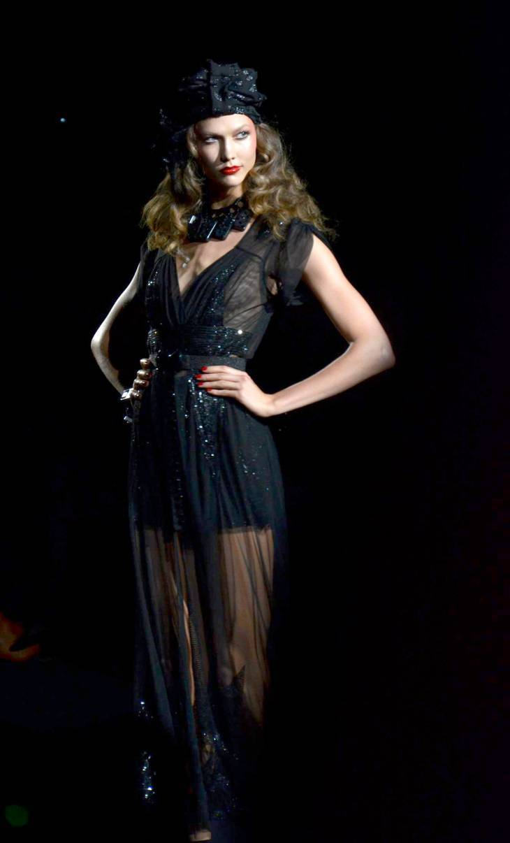 Karlie Kloss taille | By CHRISTOPHER MACSURAK (Flickr: Karlie Kloss at Anna Sui) [CC BY 2.0 (http://creativecommons.org/licenses/by/2.0)], via Wikimedia Commons