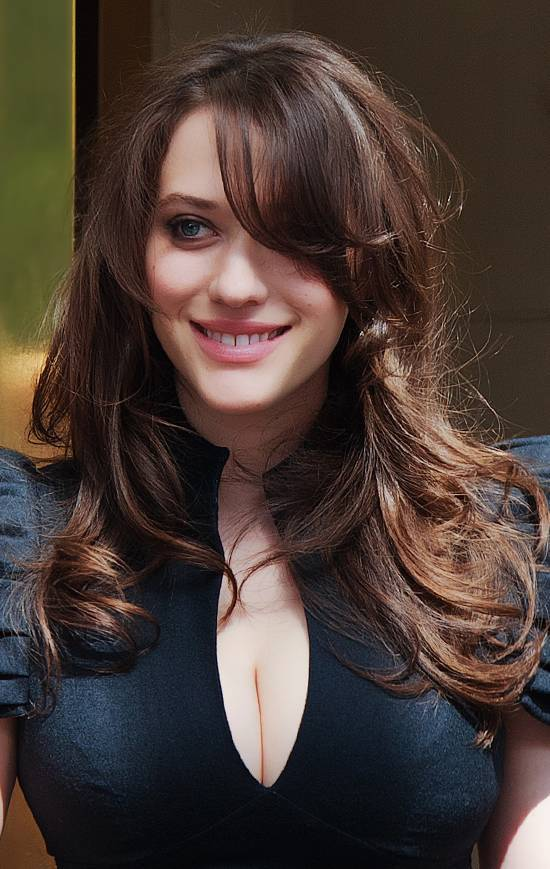 Kat Dennings nue | gdcgraphics [CC BY-SA 2.0 (https://creativecommons.org/licenses/by-sa/2.0)], via Wikimedia Commons