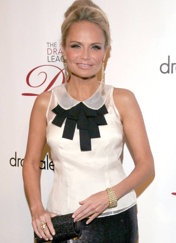 Kristin Chenoweth| By Kristin_Chenoweth_-_2012_Drama_League_Benefit_Gala_(1).jpg: Drama League from USA derivative work: Lucas Secret [CC BY 2.0 (http://creativecommons.org/licenses/by/2.0)], via Wikimedia Commons