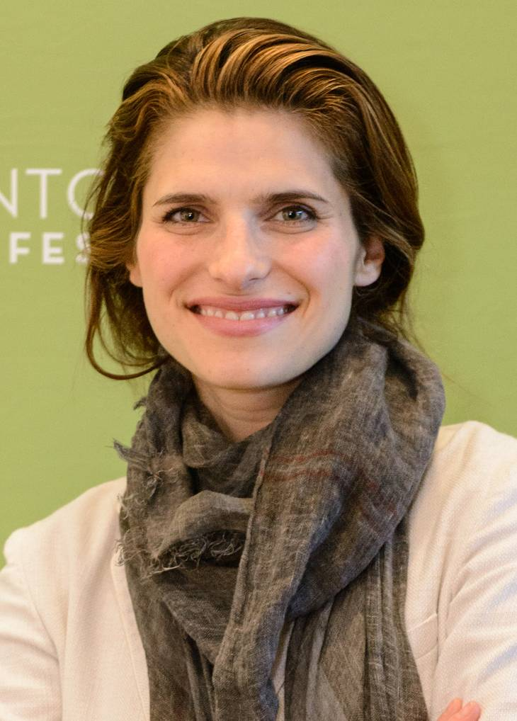 Lake Bell taille | By Montclair Film Festival (TTL_Studios-In_A_World-1172) [CC BY 2.0 (http://creativecommons.org/licenses/by/2.0)], via Wikimedia Commons