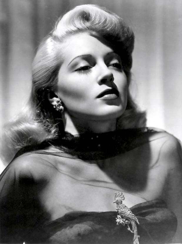 Lana Turner taille | By MGM studios (eBay) [Public domain], via Wikimedia Commons