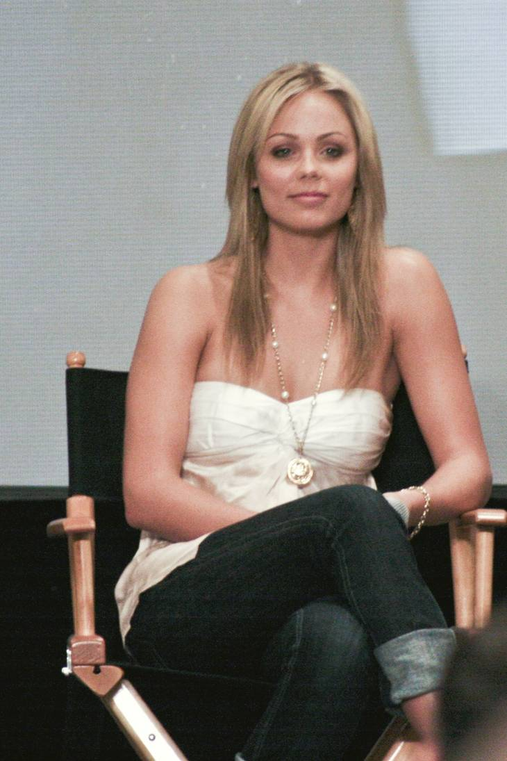 Laura Vandervoort peso | By MR O from Sunnyvale, USA (Laura Vandervoort) [CC BY-SA 2.0 (https://creativecommons.org/licenses/by-sa/2.0)], via Wikimedia Commons