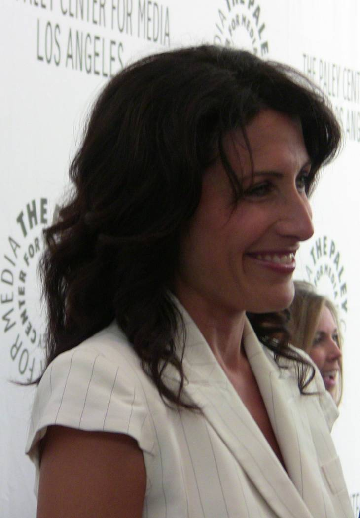 Lisa Edelstein taille | By Kristin Dos Santos (Lisa Edelstein) [CC BY-SA 2.0 (https://creativecommons.org/licenses/by-sa/2.0)], via Wikimedia Commons